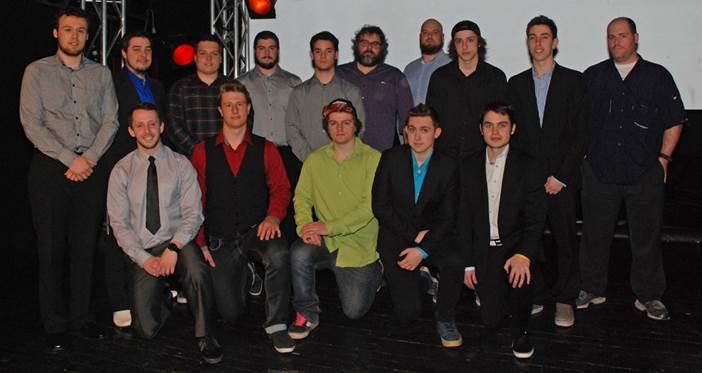 La bourse Exploit de l'année a été remise à l'équipe de football du Collège. Sur la photo, nous reconnaissons des joueurs et entraineurs de l'équipe 2014-2015.